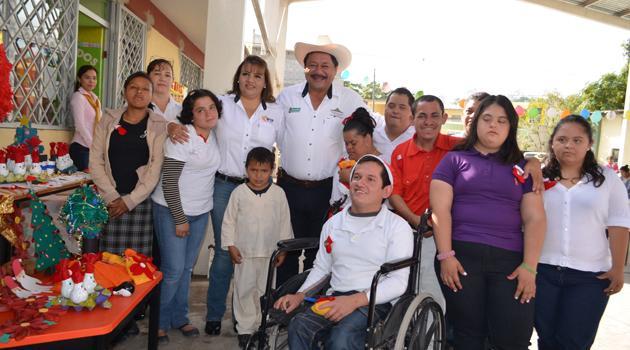 Festejan posada con niños del centro de atención múltiple de estación Manuel
